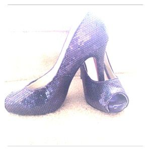 """Wild diva 6 1/2 lavender sequence """"Open toed pumps"""